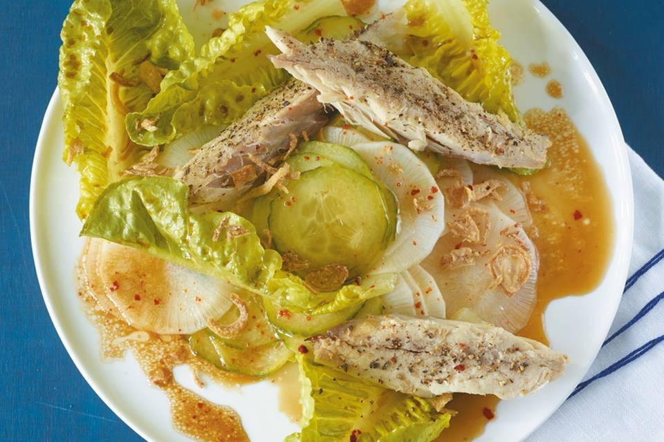 Gurken-Rettich-Salat mit Makrele Rezept