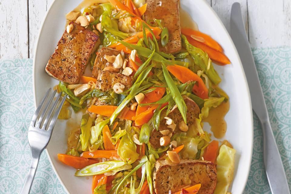 Geschmorter Weißkohl mit Tofu Rezept