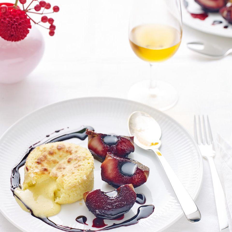 Weiße Schoko-Küchlein mit Holunderäpfeln