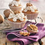 Cupcakes mit Ahornsirup und Walnüssen