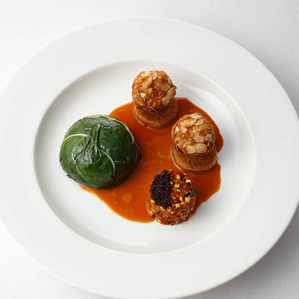 Mangoldterrine mit Möhrenessenz, Oliven und Schmorgemüse Rezept