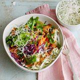 Salat mit Erdnuss-Dressing