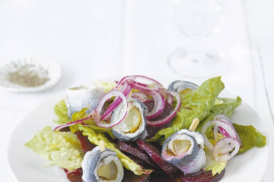 Rote-Bete-Salat mit Rollmops Rezept