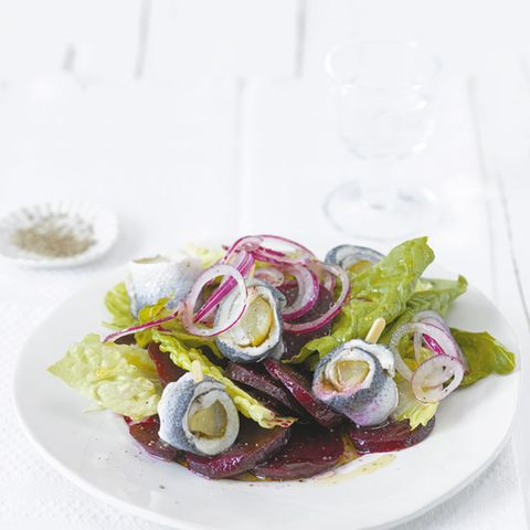 Rote-Bete-Salat mit Rollmops