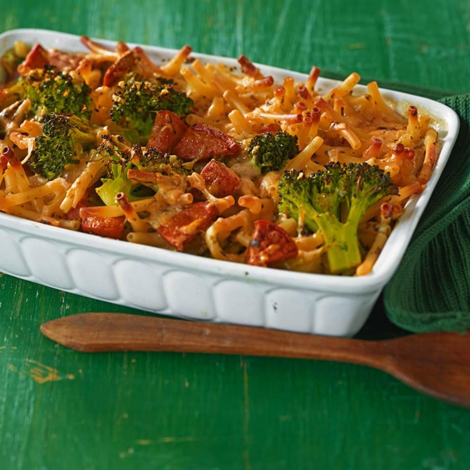 Nudelauflauf mit Broccoli und Wurst  Rezept