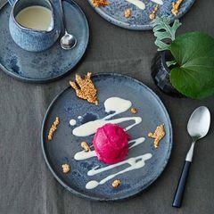 Rote-Bete-Eis mit Sesamsauce und Krokant