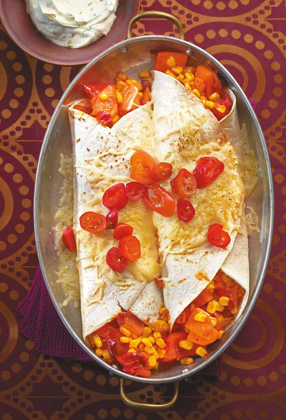 Herzhaft und heiß: Burritos werden oft auch überbacken serviert.