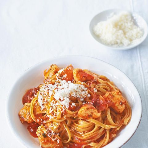 Tomatennudeln mit Hähnchen