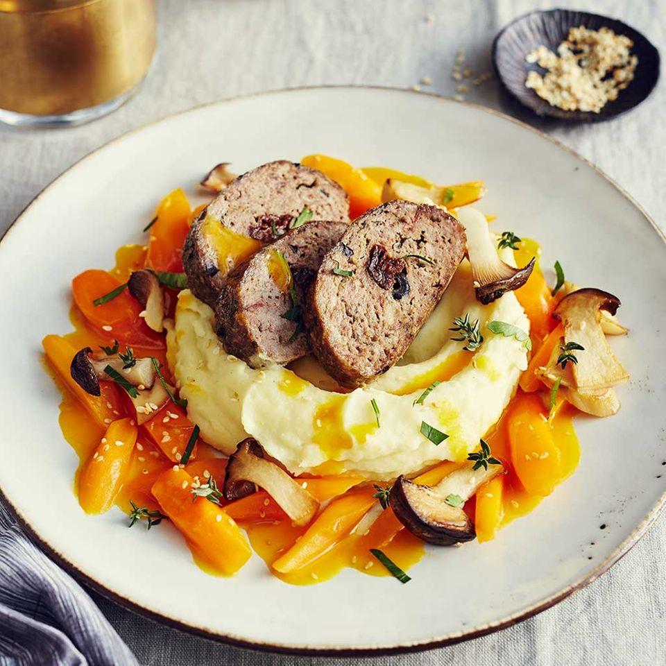 Kartoffelpüree, Möhrengemüse und gebratene Kräuterseitlinge
