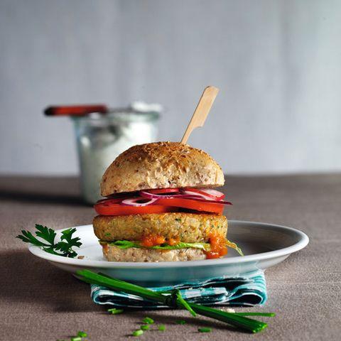 Veggie-Burger mit Kräuterdip