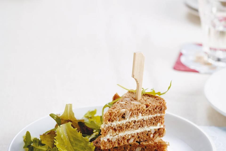 Frischkäse-Ecken mit Salat Rezept