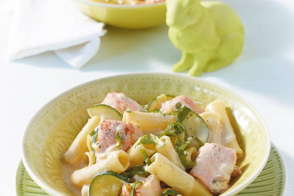 Lachs-Pasta mit Zucchini Rezept