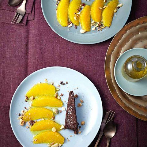 Schokoladen-Fondant mit Orangen, Kaffeeöl und Gewürznüssen