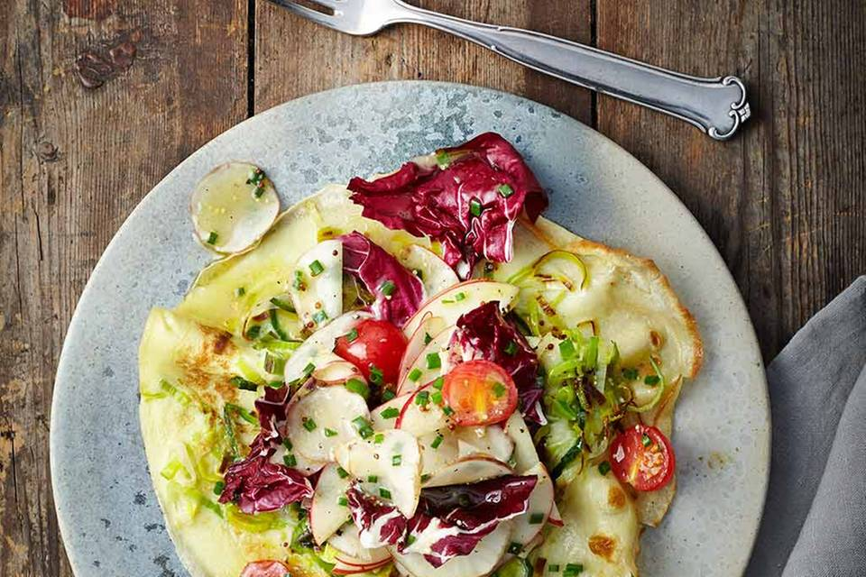Lauchpfannkuchen mit Topinambur-Apfel-Salat Rezept