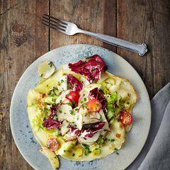 Lauchpfannkuchen mit Topinambur-Apfel-Salat