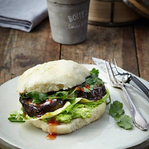 Veggie-Burger mit Aubergine