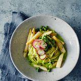 Spaghetti mit Spargel und Brokkolisauce
