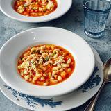 Nudeleintopf mit Bohnen, Zucchini und Rhabarber