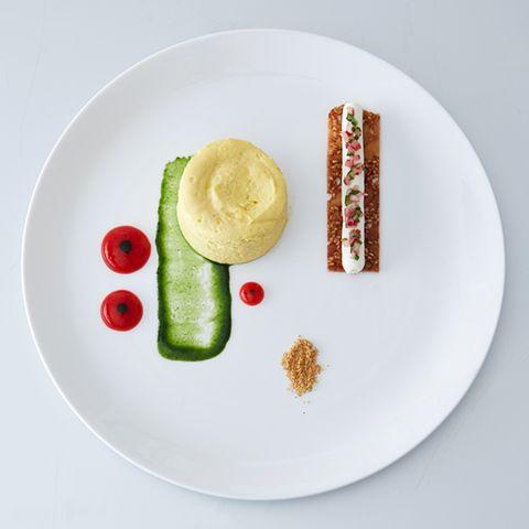 Nougatine mit Gurken-Relish und Frischkäsecreme