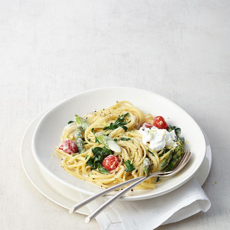 Spaghetti mit Brunnenkresse und Spargel