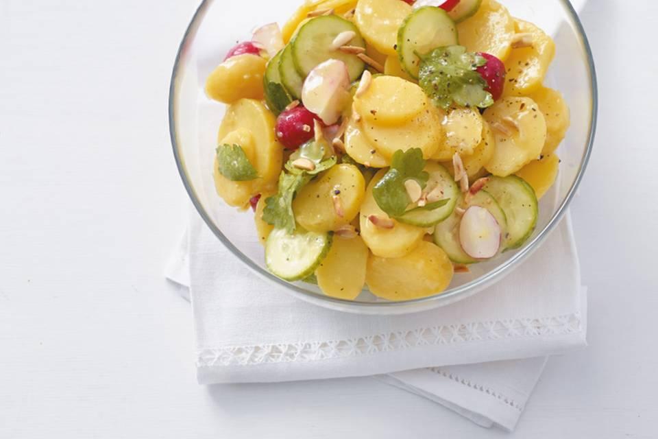 Kartoffelsalat mit Radieschen und Gurke Rezept
