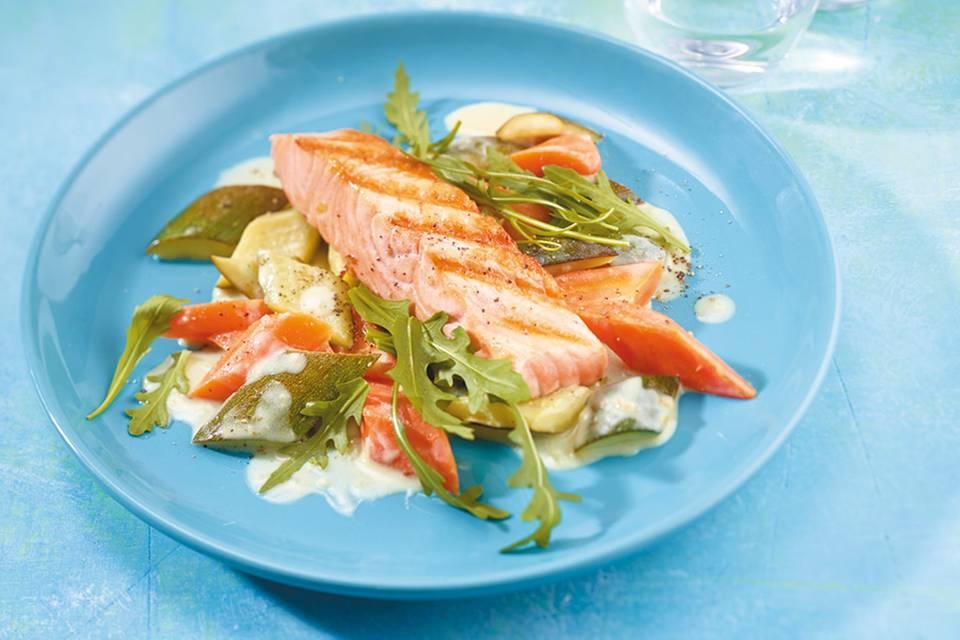 Zucchini-Möhren-Gemüse mit Lachs  Rezept