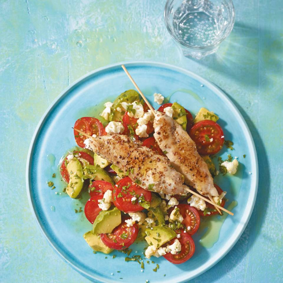 Hähnchenspieße mit Tomaten-Avocado-Salat  Rezept