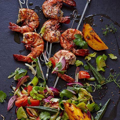 Cajun-Garnelen mit Gumbo-Salat