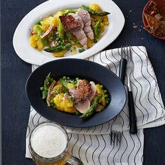 Kartoffelsalat mit Eisbein, Spargel und Erbsen