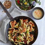 Spargel-Käse-Schmarren mit Salat