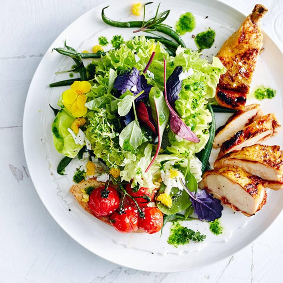 Wiesenkräutersalat mit Maispoularde  Rezept