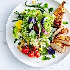Wiesenkräutersalat mit Maispoularde