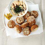 Falafel: Die beliebten Orient-Knödel werden aus einem Teig aus getrockneten eingeweichten Kichererbsen gemacht.