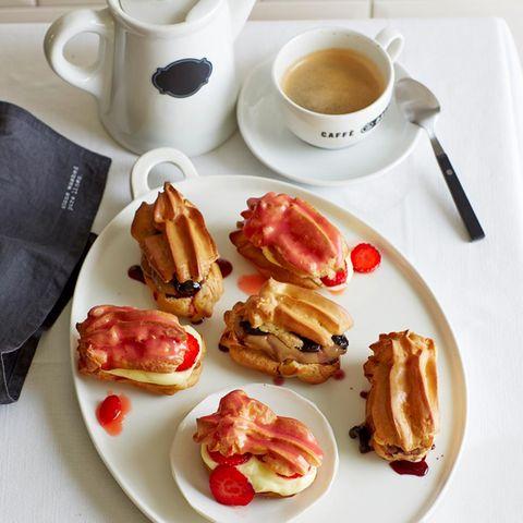 Toll zum Kaffeekränzchen: Éclairs mit zweierlei Füllung.