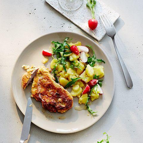 Backfleisch mit Radieschen-Kartoffel-Salat
