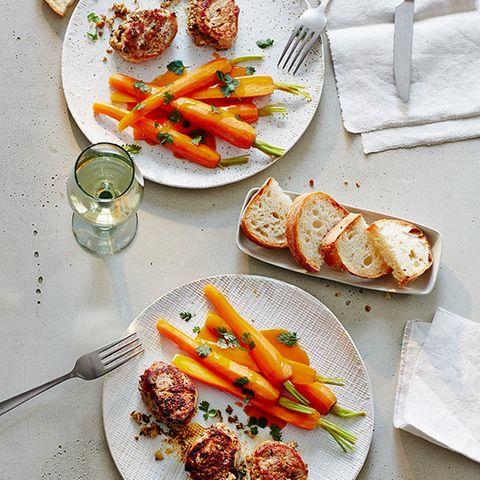 Schweinemedaillons mit Kerbel-Orangen-Möhren