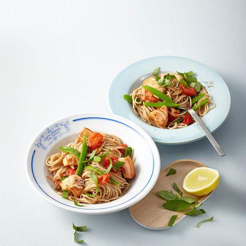 Vollkorn-Spaghetti mit gebratenem Lachs