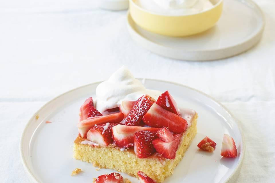 Zitronenkuchen mit Erdbeeren  Rezept