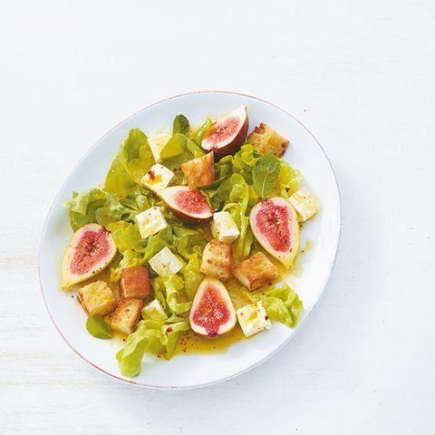 Salat mit Feigen und Polenta