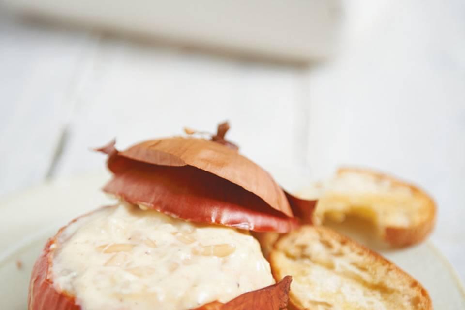 Käsefondue in der Zwiebel  Rezept
