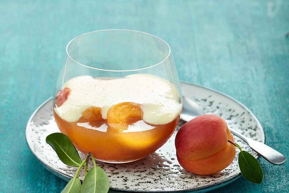 Aprikosen-Götterspeise mit Holunderblüten-Sabayon  Rezept