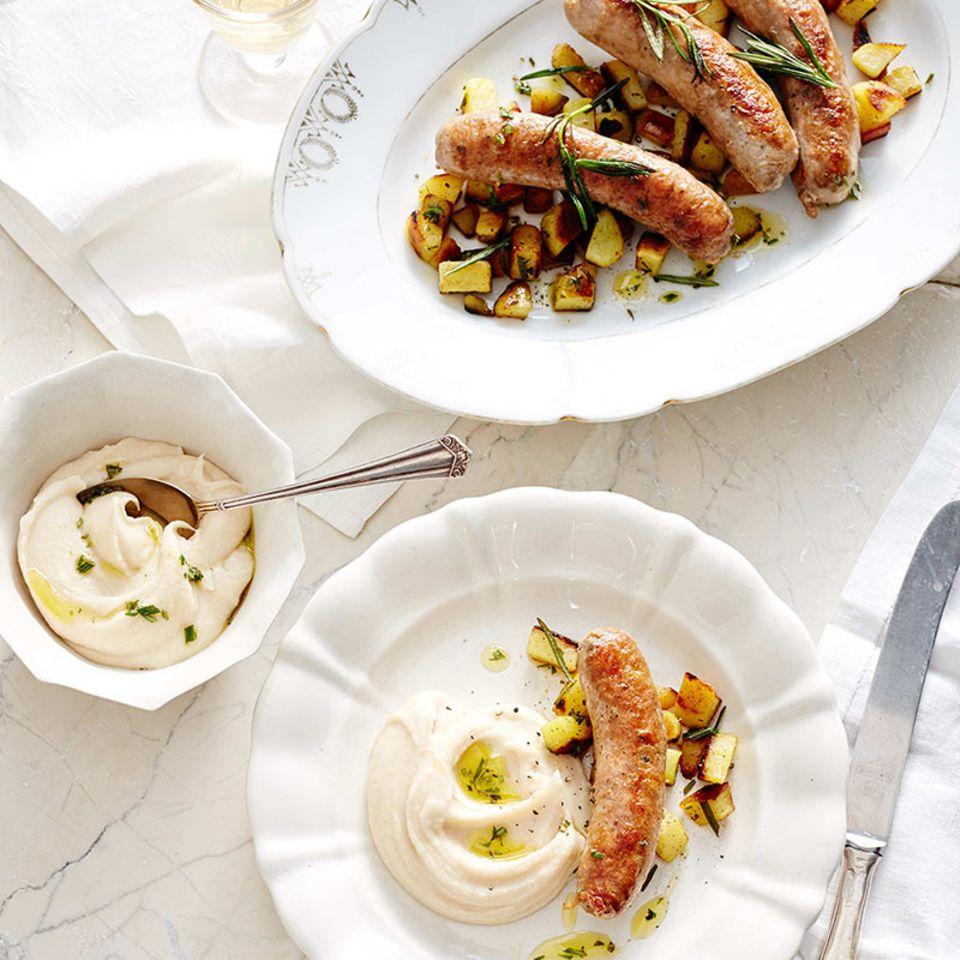 Salsiccia mit Bohnenpüree und Rosmarinkartoffeln