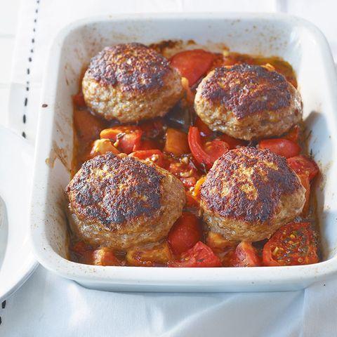 Buletten auf Tomaten