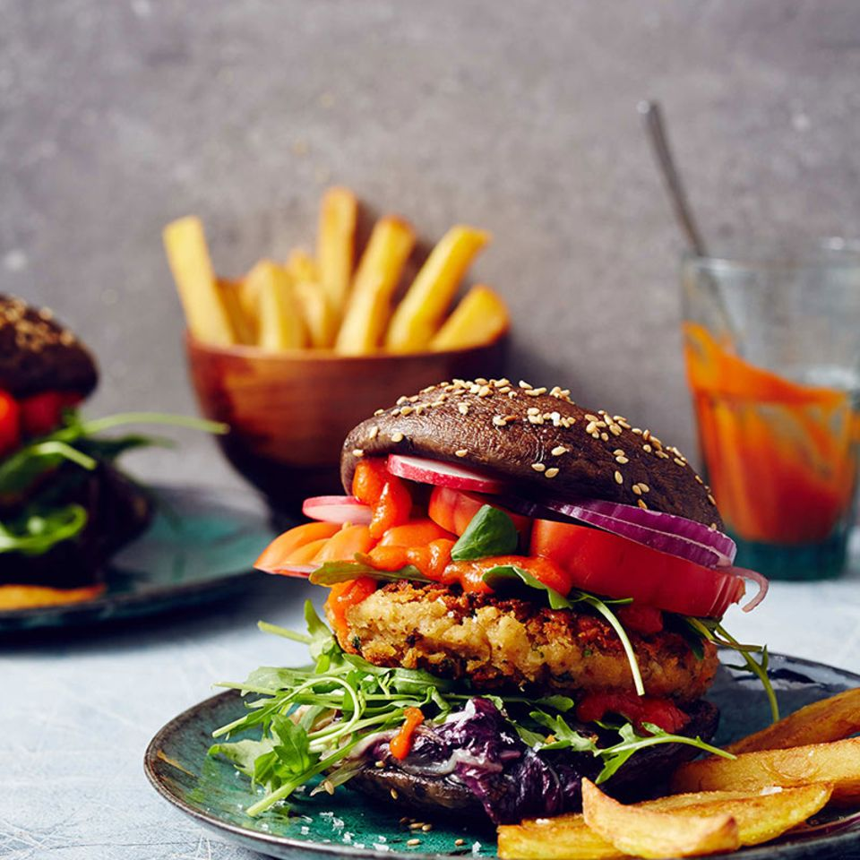 Portobello-Burger mit Linsenfrikadelle