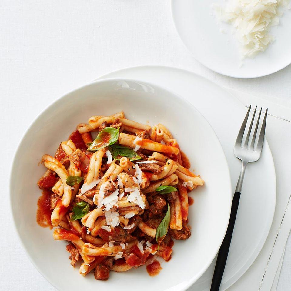 Tomaten-Sugo mit Kalbshaxenfleisch