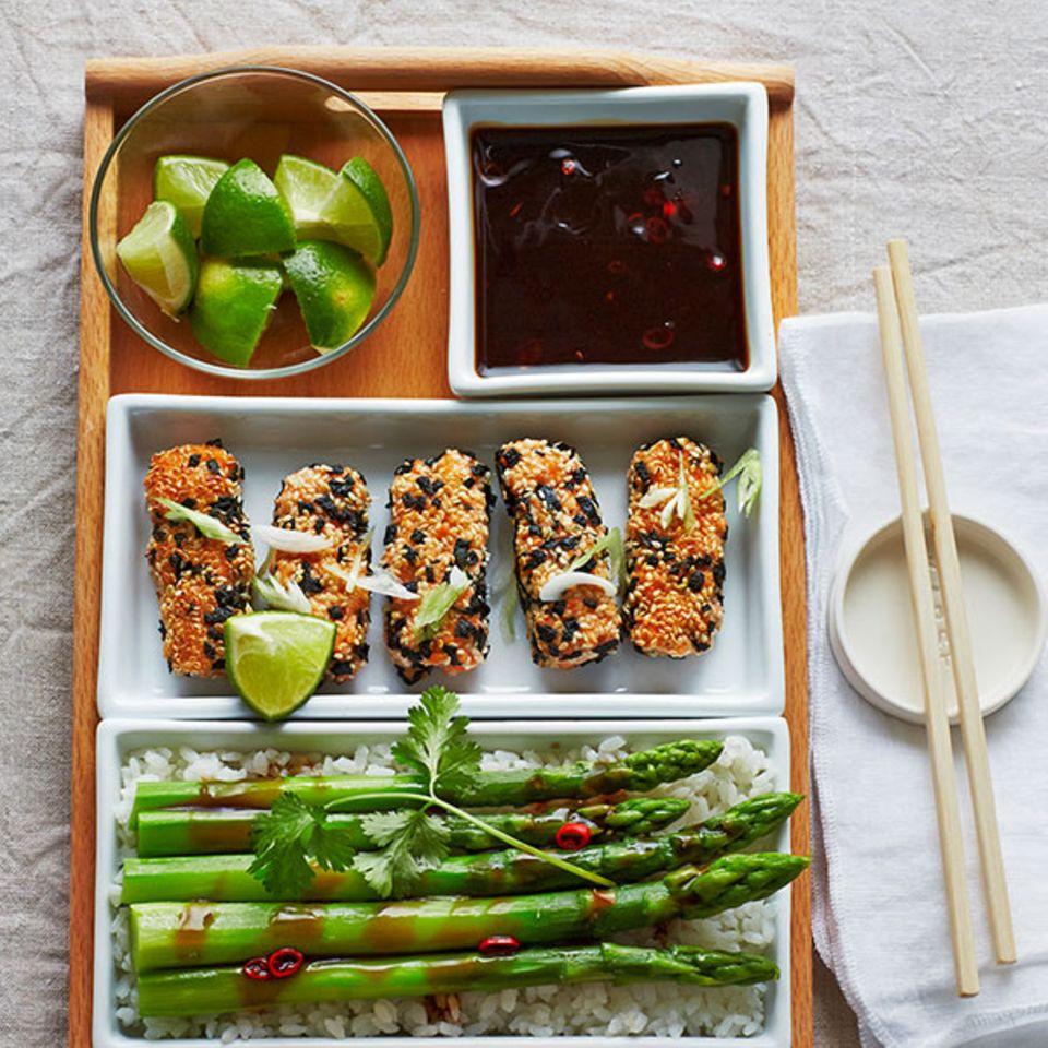 Japanische Lachsstäbchen mit Teriyaki-Sauce
