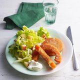 Kürbisschnitzel mit Salat