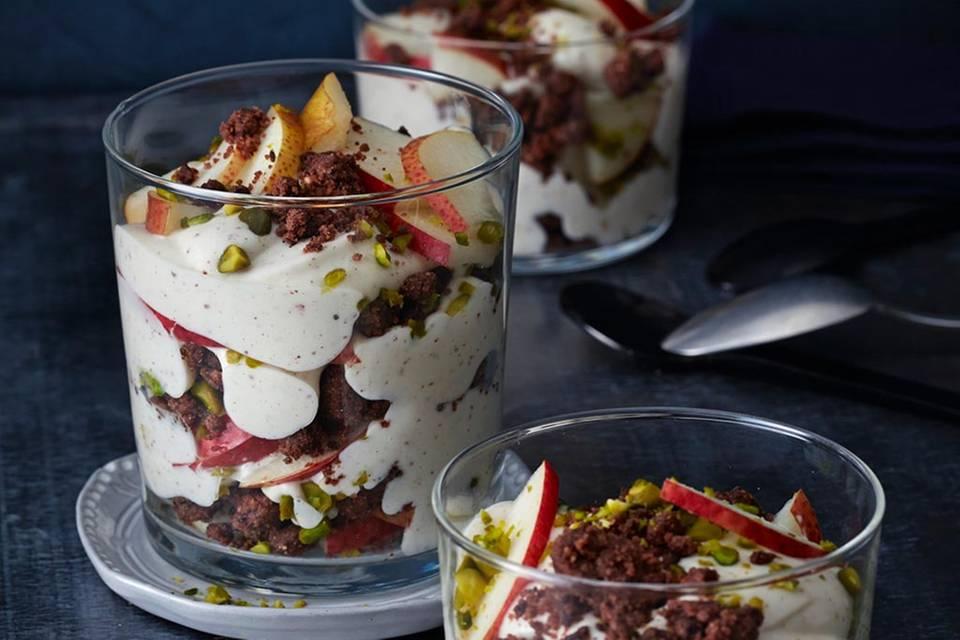 Birnen-Trifle mit Schoko-Kaffee-Streuseln  Rezept