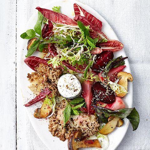 Bete-Salat mit Krauser Glucke