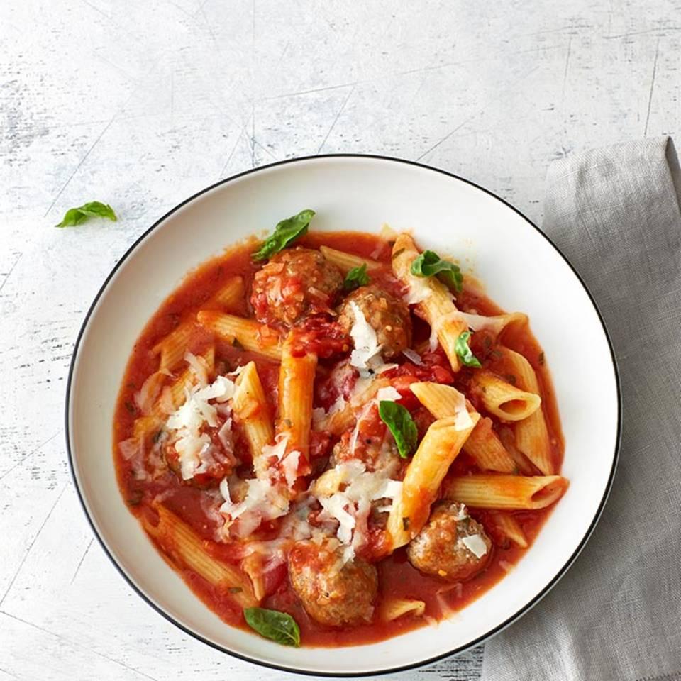 One-Pot-Pasta mit Fleischbällchen  Rezept